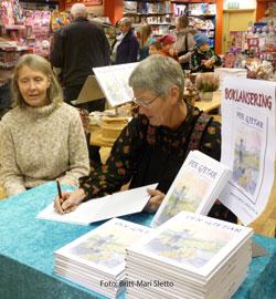 Anne-Mari-og-Eva-signerer-bøker