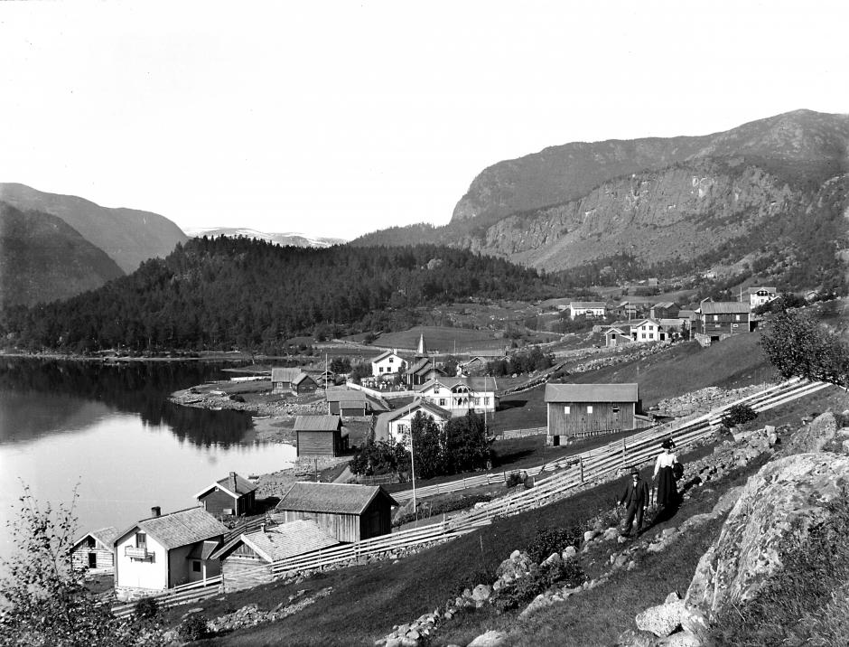 Holsbygda mot vest. Foto: Olav S. Reinton, ca. 1915/Hol Bygdearkiv